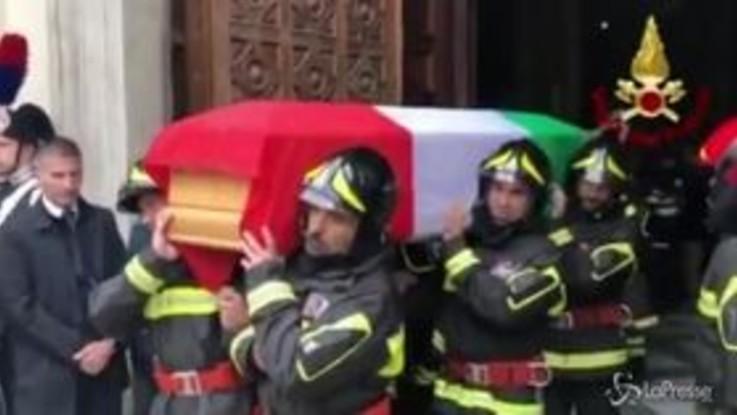 Alessandria, l'ultimo commovente saluto ai 3 pompieri morti