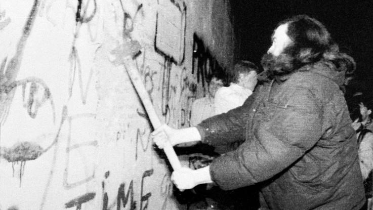 30 anni fa cadeva il muro di Berlino: l'ombra dei nazionalismi sulle celebrazioni