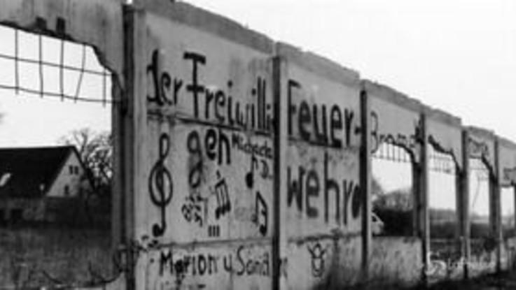 """30 anni senza il Muro di Berlino, Merkel: """"Troppe le vittime del comunismo"""""""