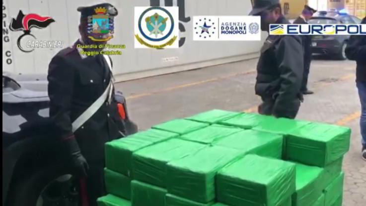 Reggio Calabria, sequestrata una tonnellata di cocaina in porto Gioia Tauro - LaPresse