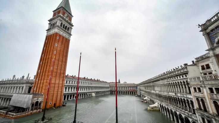 Ancora acqua alta a Venezia, domani previsto picco a 160 cm