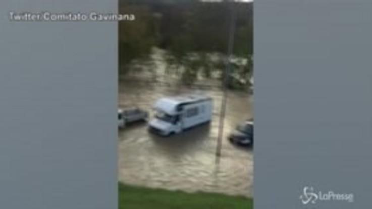 Maltempo in Toscana: esonda il Sieve, l'acqua invade una strada statale