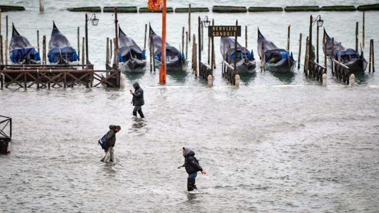 Venezia, l'acqua alta si ferma a 150 cm e poi cala