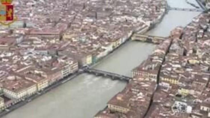 Firenze, le immagini della piena dell'Arno