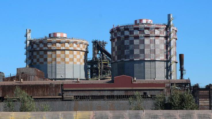 Ex Ilva, Mittal sospende lo spegnimento dei forni. Venerdì incontro con Conte