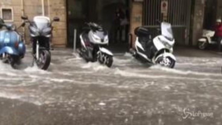 Bomba d'acqua su Napoli: strade come torrenti