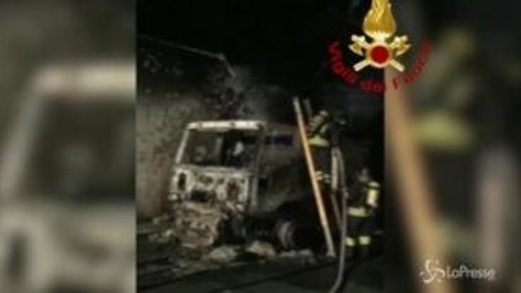 Savona, tir in fiamme in galleria sulla A10: 32 intossicati
