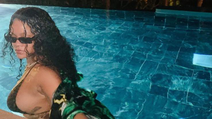 Rihanna e il 'sideboob': seno in vista, i fan impazziscono
