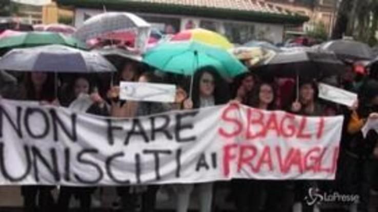"""Sorrento, centinaia di """"Fravaglie"""" accolgono Salvini: """"Qui per dire che c'è un'alternativa all'odio"""""""