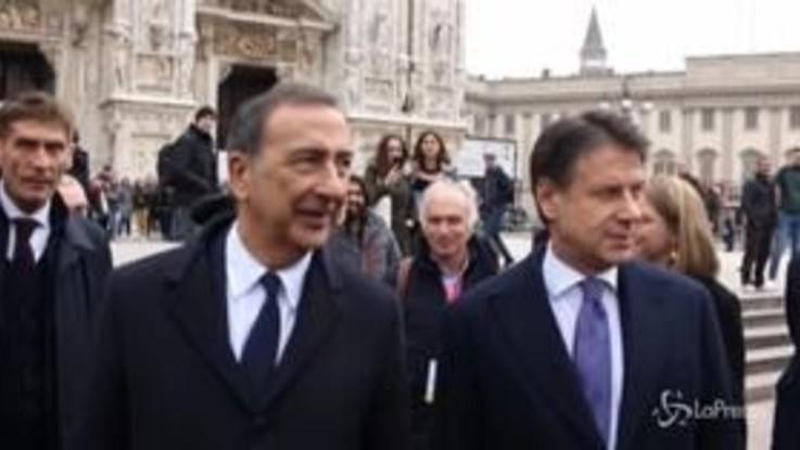 Milano, Giuseppe Conte e Beppe Sala passeggiano al Duomo