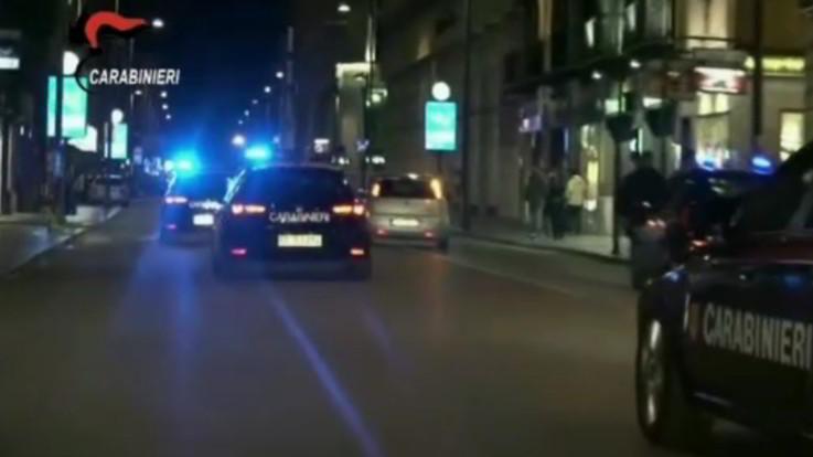 Raffiche di kalashnikov contro i carabinieri nell'alessandrino: banditi in fuga
