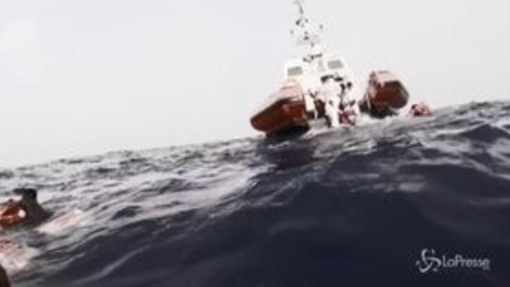 Lampedusa, naufraga barca: salvati 149 migranti