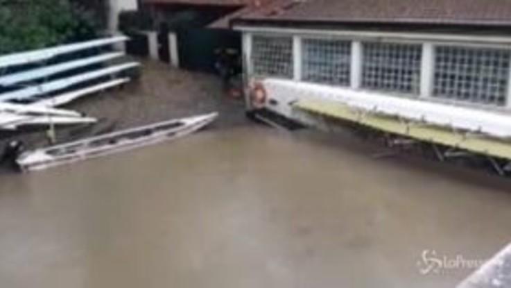 Maltempo a Torino, il Po supera i livelli di guardia e inonda i circoli canottieri