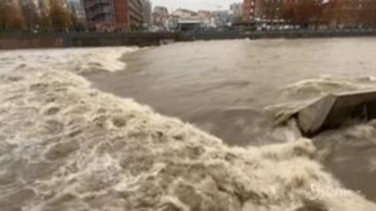 A Torino piove senza tregua: il Po e la Dora fanno paura