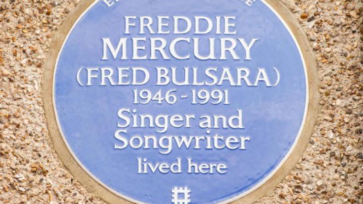 28 anni fa moriva Freddie Mercury, il giorno prima rivelò la sua malattia
