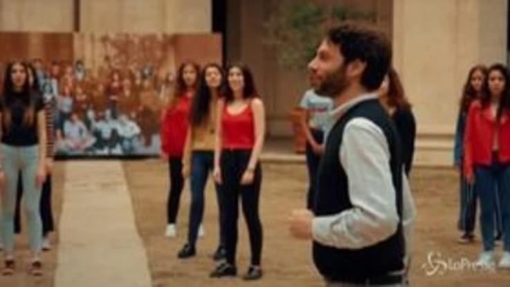 Queencubo, lo splendido omaggio dei liceali romani alla band di Freddie Mercury