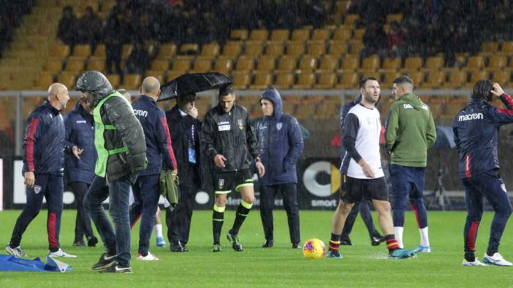Serie A, il maltempo ferma Lecce-Cagliari: gara rinviata