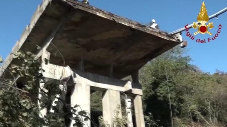 Viadotto crollato, Procura dispone chiusura di un tratto della A26