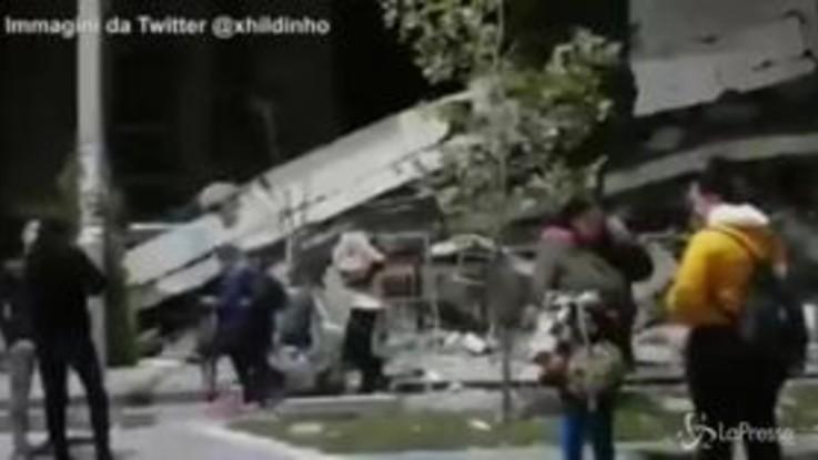 Forte scossa di terremoto in Albania: le immagini dei crolli, morti e feriti