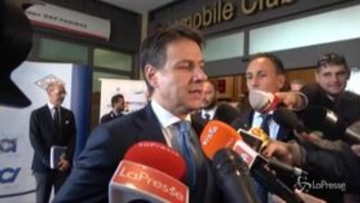 """Alitalia, Conte: """"Non c'è soluzione di mercato a portata di mano"""""""