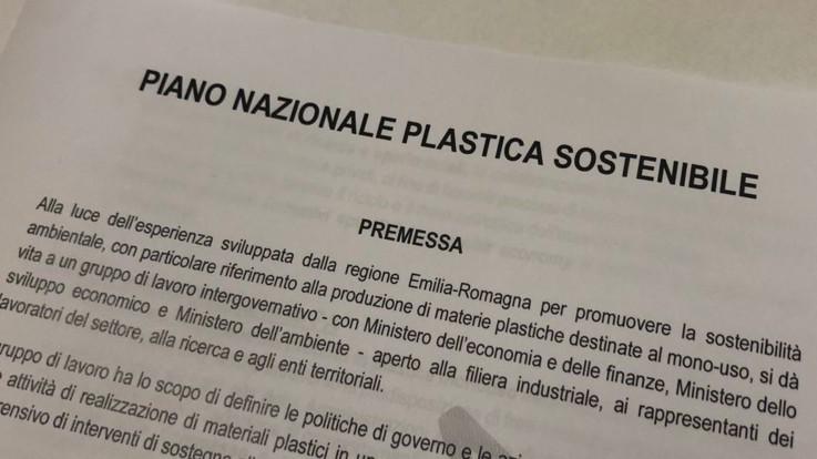Manovra, Gualtieri: Governo al lavoro sul Piano nazionale plastica