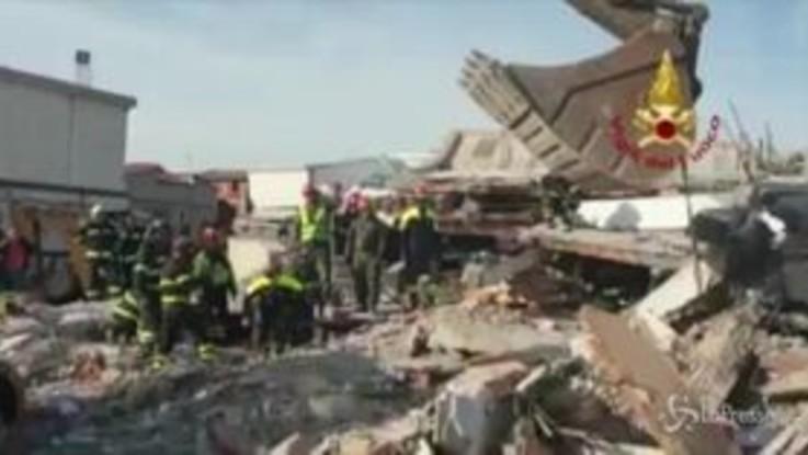 Albania, anche i vigili del fuoco italiani al lavoro a Durazzo