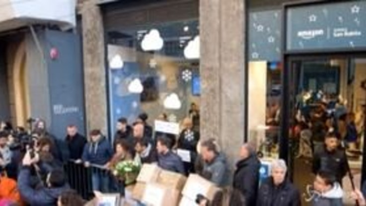 Milano, Fridays for Future contro Amazon il giorno del Black Friday