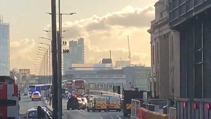 Regno Unito: accoltella passanti sul London Bridge, ucciso dalla polizia