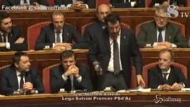 """Mes, Salvini: """"Nei banchi del governo c'è qualcuno che mente, o Salvini o Gualtieri"""""""