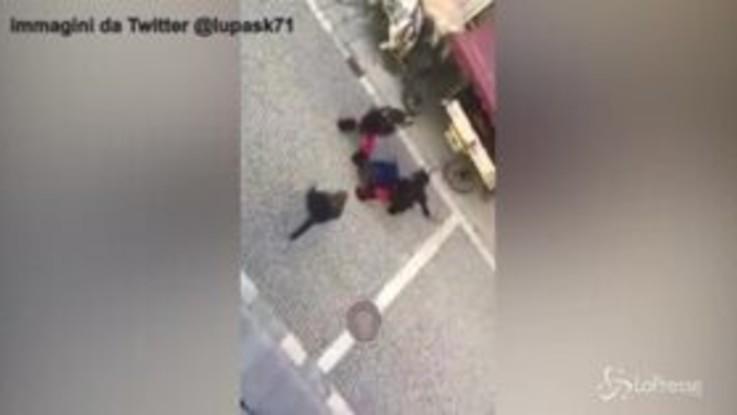 Sfocia in violenza la sfilata dei Krampus a Vipiteno: botte e calci sulla folla