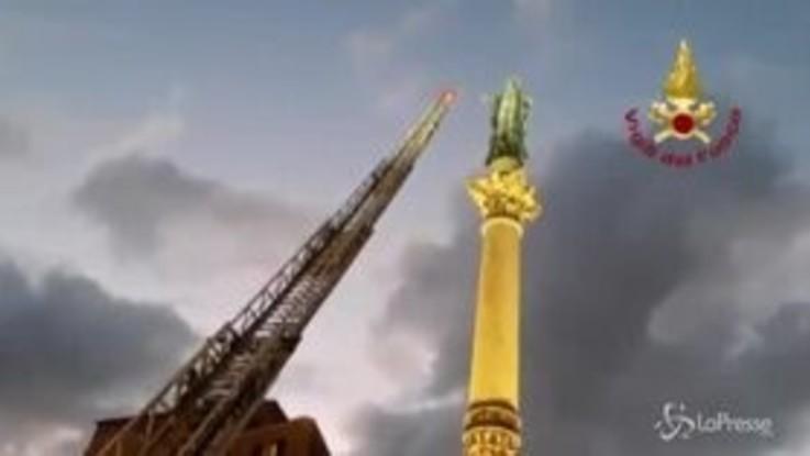 Festa dell'Immacolata, l'omaggio dei pompieri alla Vergine in Piazza di Spagna