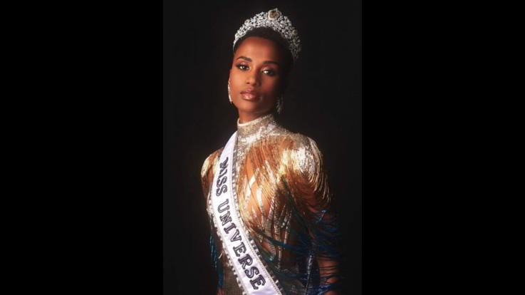 """Zozibini Tunzi è Miss Universo: """"Insegnare leadership alle bambine"""""""