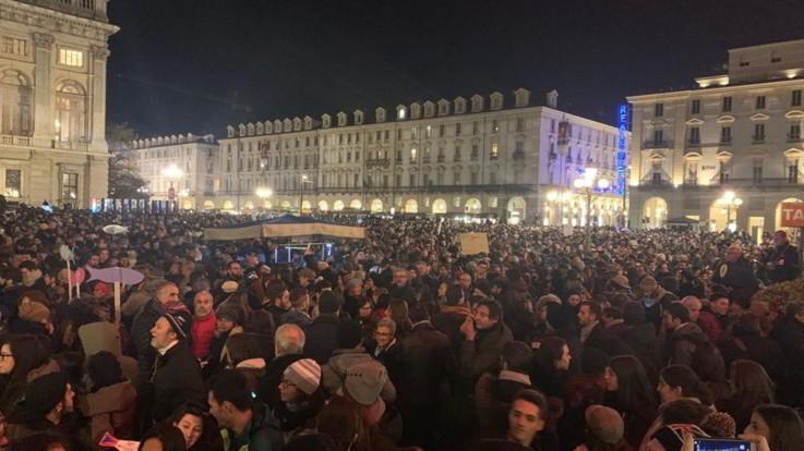 Milano, la manifestazione dei sindaci per Liliana Segre