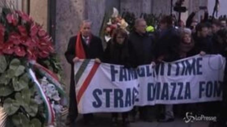 """Il corteo per ricordare Piazza Fontana, in testa i familiari delle vittime: """"Quel giorno scenari di guerra"""""""