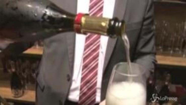 Natale, sorpasso storico dello spumante sullo champagne
