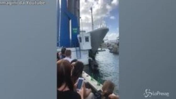 Manovra sbagliata, Superyacht da 120 milioni di dollari si distrugge a Sint Maarten