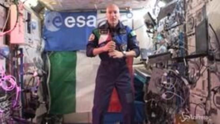 """Luca Parmitano e gli auguri dallo spazio: """"Il futuro è dei nostri figli"""""""