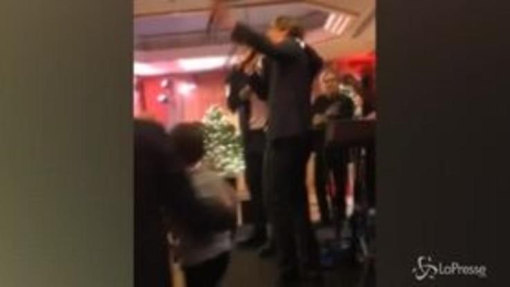 """Zaniolo-Mancini scatenati alla festa di Natale della Roma, eccoli mentre cantano """"Bella ciao"""""""