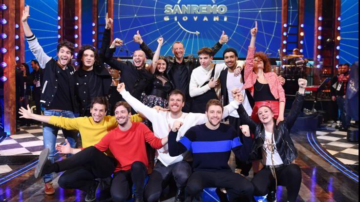 """Sanremo, Amadeus celebra i giovani e annuncia: """"Tiziano Ferro all'Ariston tutte le sere"""""""