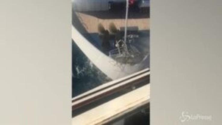 Scontri tra navi da crociera in Messico, le immagini girate da un passeggero