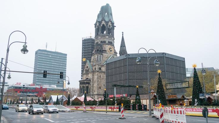 Berlino, polizia evacua mercatino di Natale: trovato pacco sospetto
