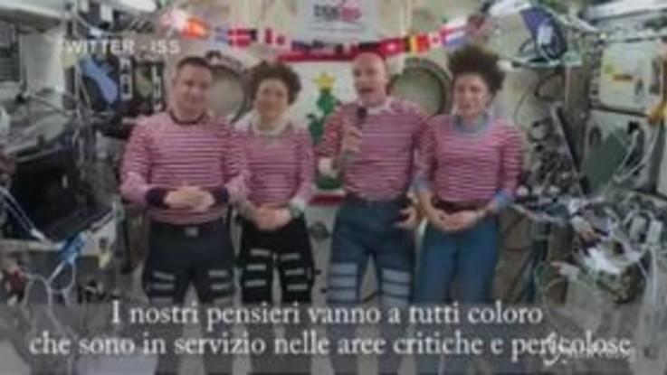 Gli auguri in orbita di Luca Parmitano