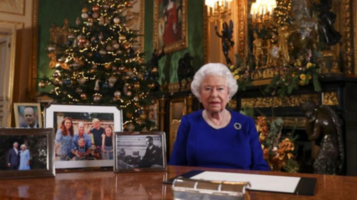 Natale, regina Elisabetta elogia senso del dovere giovani per clima