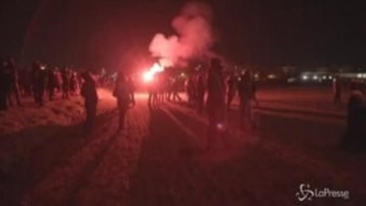 """No Tav, fuochi d'artificio e cori per i militanti arrestati: """"Avanti finché non sarete tutti liberi"""""""