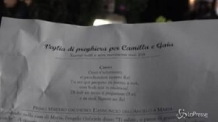 Roma, la preghiera di parenti e amici per Gaia e Camilla