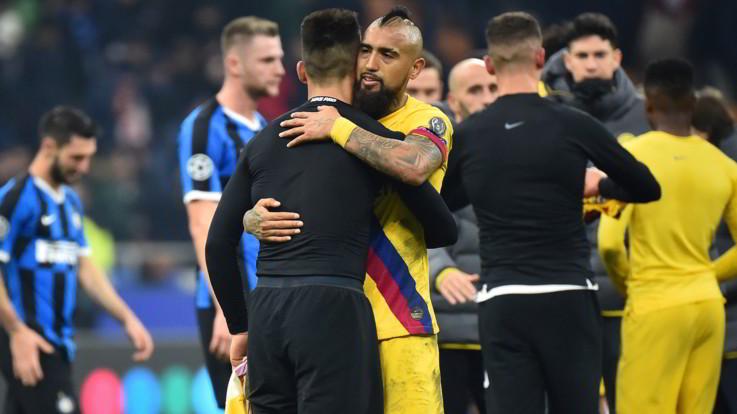 Mercato, scontro Barça-Vidal favorisce Inter. Napoli su Lobotka