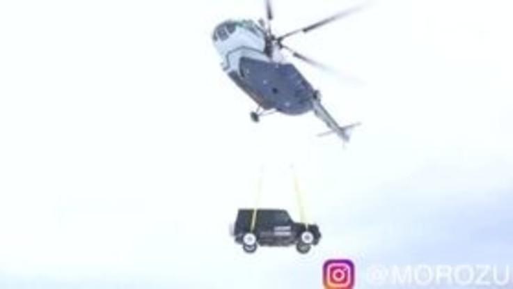 """Blogger russo getta dall'elicottero la sua Mercedes, """"Non era comoda"""""""