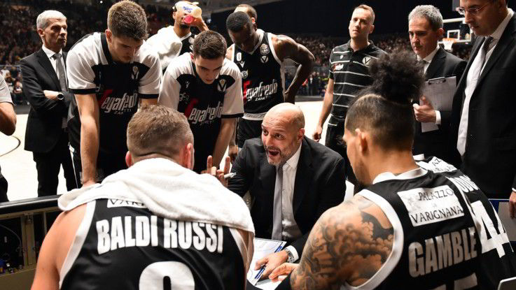 Basket: la Virtus Bologna consolida il primato, Milano schiantata