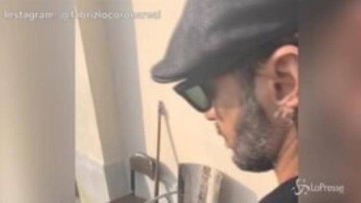 Il ritorno social di Fabrizio Corona: barba incolta e capelli lunghi