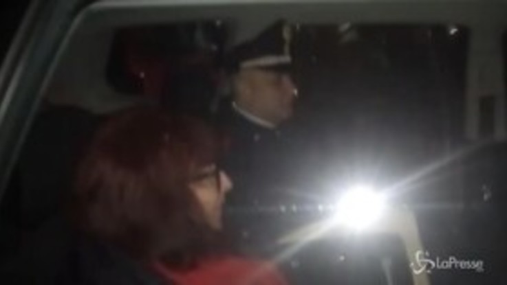 """No Tav, l'arresto di Nicoletta Dosio. Gli attivisti ai carabinieri: """"Vergogna"""""""